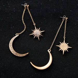 Gold tone sun 🌞 & Moon 🌙 drop earrings 🔥